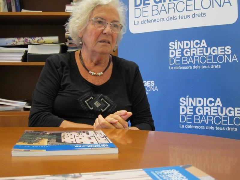 La síndica de Barcelona pide que los guías turísticos vayan identificados y no usen micrófonos