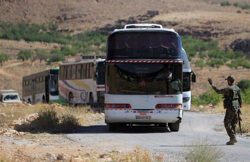 Aviones de EEUU impiden que llegue ayuda humanitaria al convoy de civiles del Estado Islámico, según Hezbolá