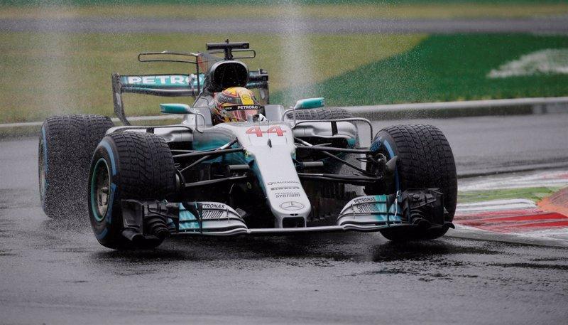 Hamilton logra una pole histórica y Ferrari naufraga en Monza