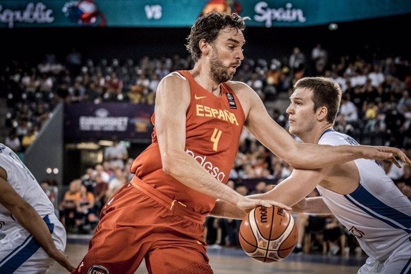 España arrolla a República Checa al ritmo de Ricky y Pau