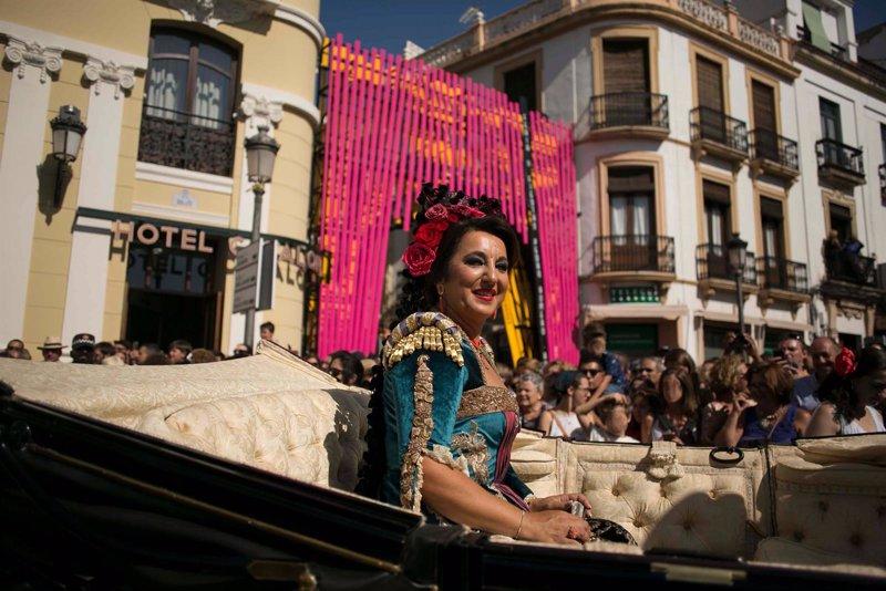 Ronda acoge la tradicional Goyesca que gana en ambiente y caras conocidas para la despedida de Francisco Rivera