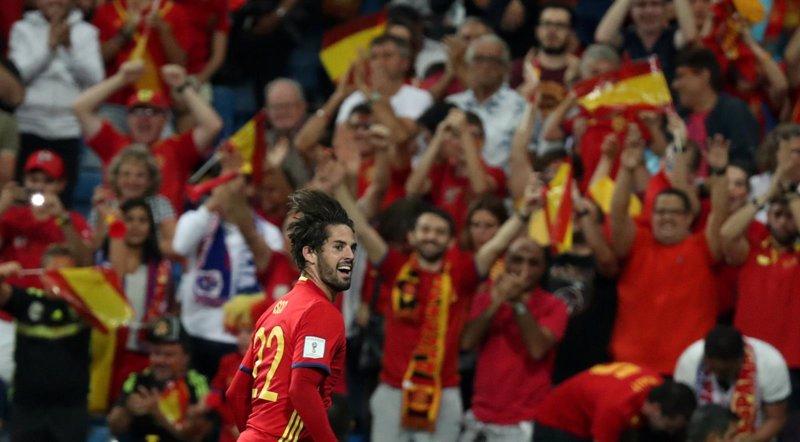 Isco lidera un festín ante Italia y acerca a España al Mundial