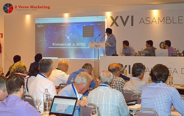 El gerente de 2 Veces Marketing, José Hernández, presenta la web de Aotec