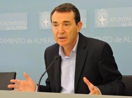 El senador y portavoz municipal Juan Carlos Pérez Navas completa la terna que opta a liderar el PSOE de Almería