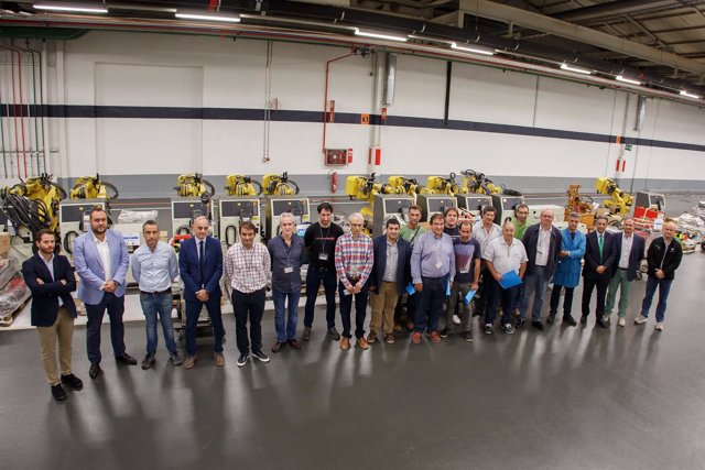 Entrega por parte de Volkswagen Navarra de material a centros de formación
