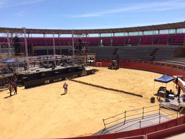 Montaje del escenario para el concierto de Bustamante