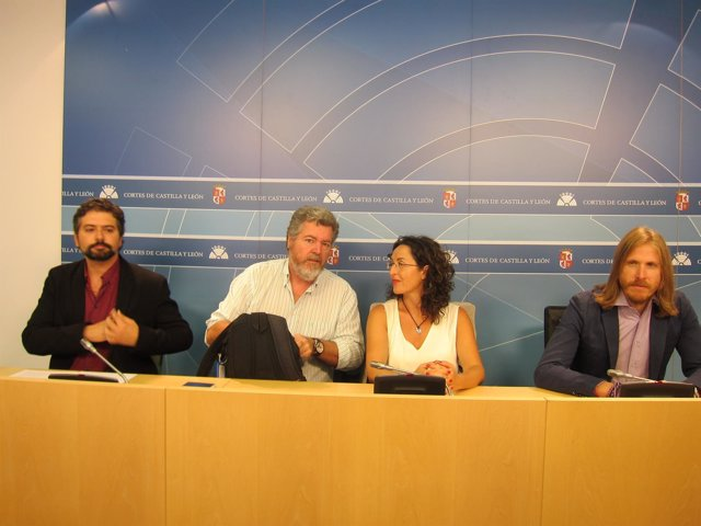 López de Uralde junto a Sarrión y Fernández en las Cortes