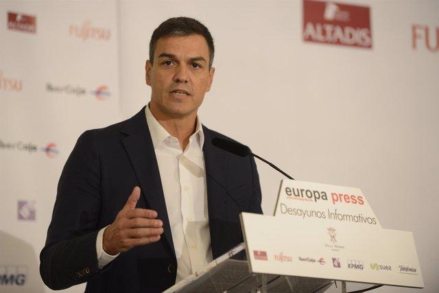 Selección De Imágenes Del Desayuno Informativo Con Pedro Sánchez, Secretario Gen