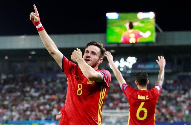 Saúl Ñíguez celebra un gol con la Sub-21