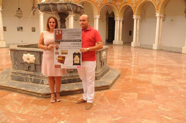 Barbero presenta el cartel de la Feria de Antigüedades y Coleccionismo