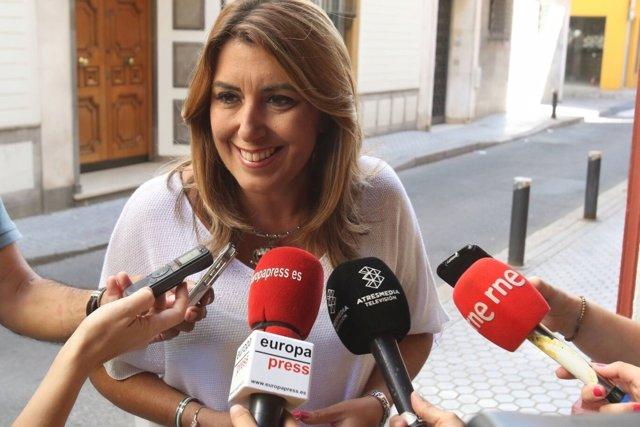 Susana Díaz atiende a los periodistas antes de la Comisión Ejecutiva del PSOE-A