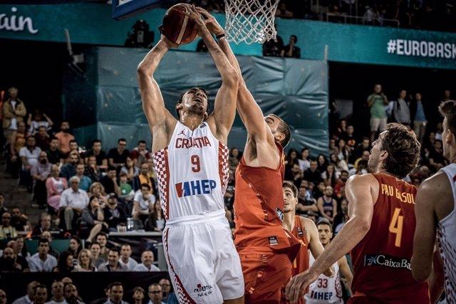 Marc Gasol tapona a Saric en el España - Croacia