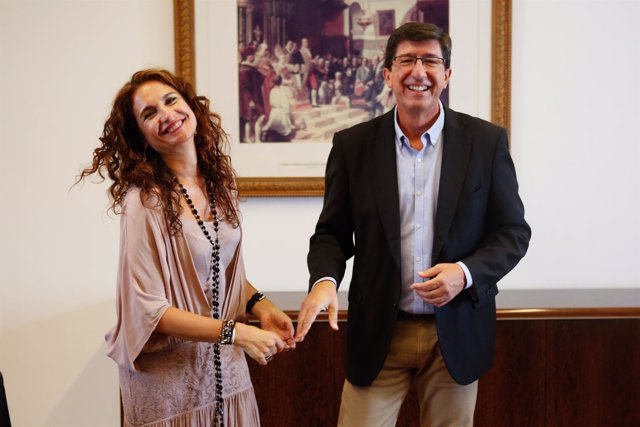Consejera de Hacienda, María Jesús Montero, y el líder de Ciudadanos, Juan Marín