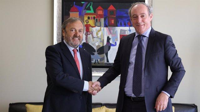 Josep Mateu, Presidente del RACC, y Vicente Cancio, CEO de Zurich en España.