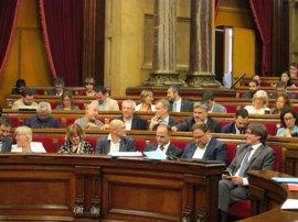 JxSí y CUP piden cambiar el orden del día para aprobar ley del referéndum y la oposición habla de estado de excepción