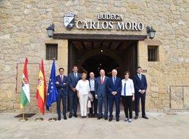 """Ceniceros destaca """"la alianza entre tradición de Rioja y espíritu emprendedor"""" de Bodega Carlos Moro"""