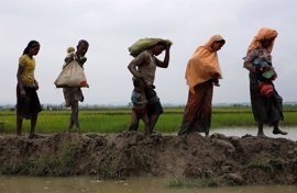 La ONU espera que huyan de la violencia en Birmania hasta 300.000 rohingya