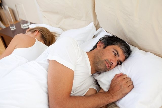 Pareja, falta de deseo sexual, sexo, cama, sueño