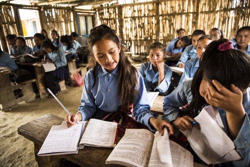 Niños en una escuela de Plan Internacional en Nepal