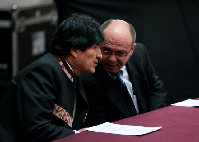 Bolivia's President Evo Morales (L) talks with Defense Minister Reymi Ferreira d