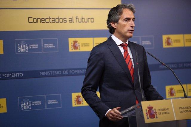 El ministro de Fomento, Iñigo de la Serna, en rueda de prensa