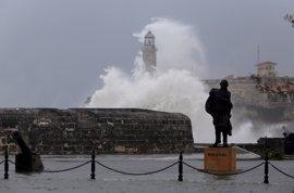 Olas de 11 metros de Irma provocan estragos en La Habana tras el paso del huracán Irma