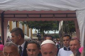 """El papa reivindica la """"dignidad"""" de los emigrantes y de los que """"sufren la violencia y la trata"""""""