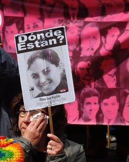 Manifestación por las víctimas de la dictadura chilena en Santiago