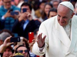 El papa pone fin a su visita a Colombia dando las gracias
