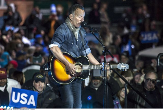 November 7th 2016 - Philadelphia, USA - Bruce Springsteen performs for Hillary C
