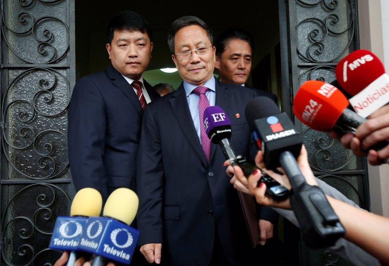 El embajador de Corea del Norte en México permanece en el país