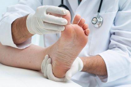 """Podólogos y odontólogos piden a la RAE que los considere """"doctores"""""""