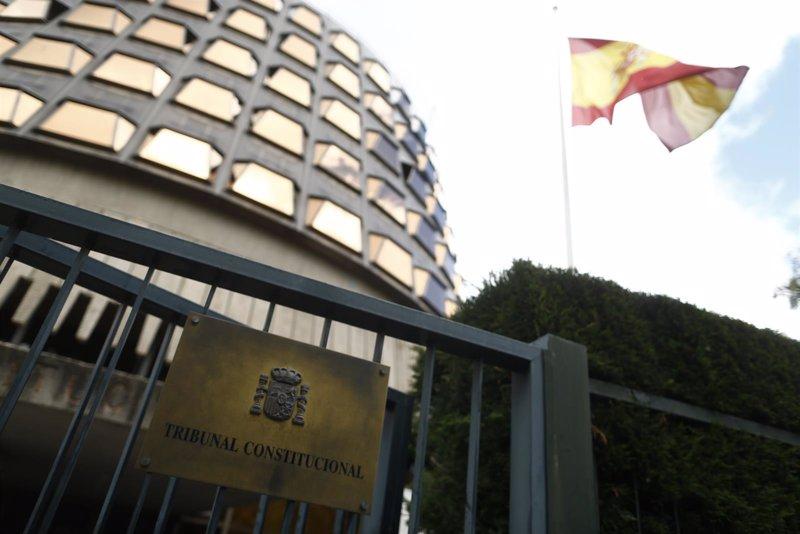 El TC deja en suspenso la ley de ruptura y vuelve a apercibir al Govern, Forcadell y a la Sindicatura