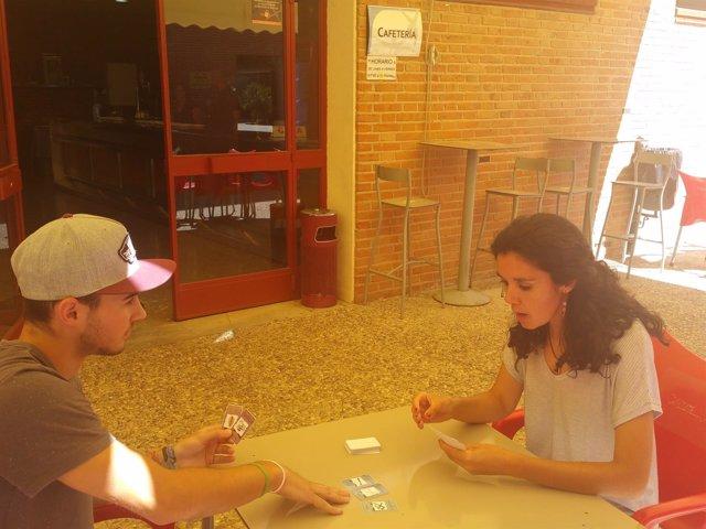 Universitarios jugando