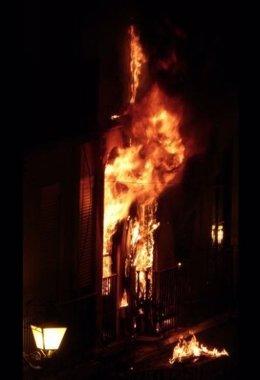 Incendio de un edificio en la calle dama de Elcge