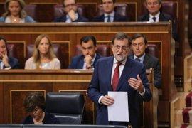 """Rajoy no se cierra a reformar la Constitución pero """"hoy"""" la prioridad es defenderla ante el desafío en Cataluña"""