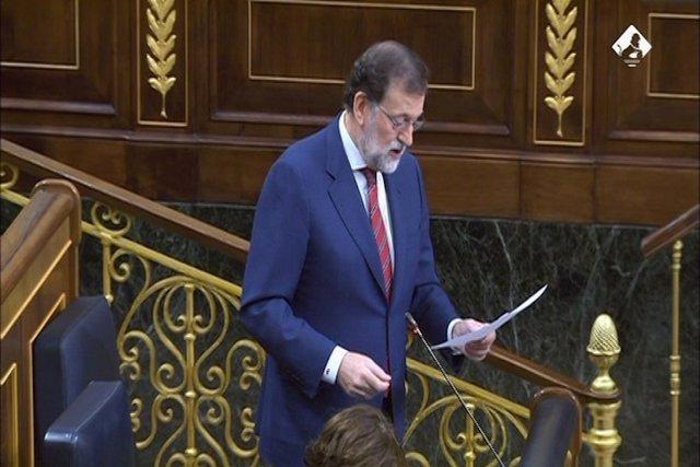 Rajoy no es tanca a reformar la Constitució