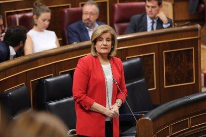 Báñez pide al PSOE que respete a los sindicatos y a la patronal en la negociación de salarios