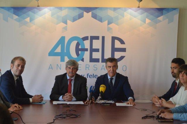 Responsables de la ULE y FELE, en la firma del convenio.