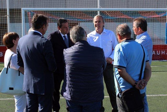 Azcón reunido con representantes de los clubes de fútbol de campos municipales