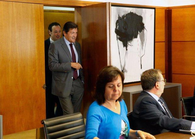 Javier Fernández, entrando a la reunión del Consejo de Gobierno