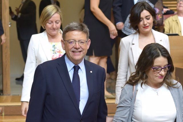 Ximo Puig junto a tres conselleres del Gobierno valenciano