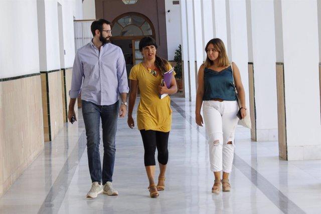 Teresa Rodríguez en los pasillos del Parlamento andaluz