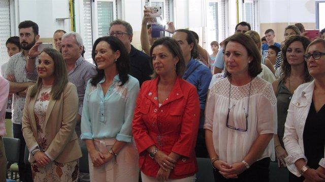 Isabel Ambrosio en el centro de rojo, con Rafi Crespín y Esther Ruiz