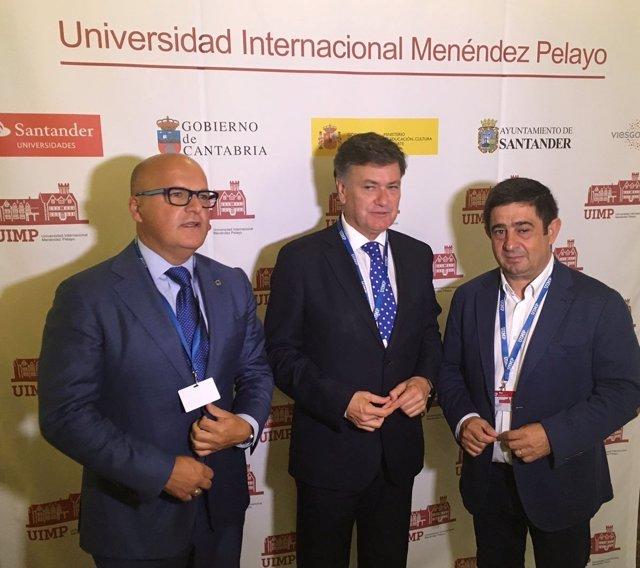 Reyes (d), en el curso de la UIMP sobre administración y gobiernos locales.