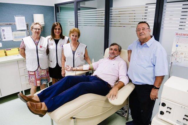 El diputado Ángel Escobar, en la Asociación de Donantes de Sangre.