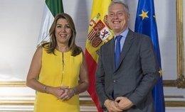 Susana Díaz recibe al embajador de Reino Unido en España, Simon Manley