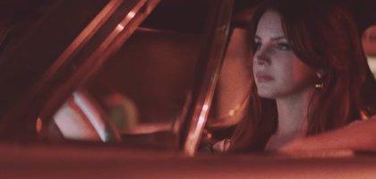 Lana del Rey conduce por Los Angeles en su evocador nuevo videoclip: White Mustang