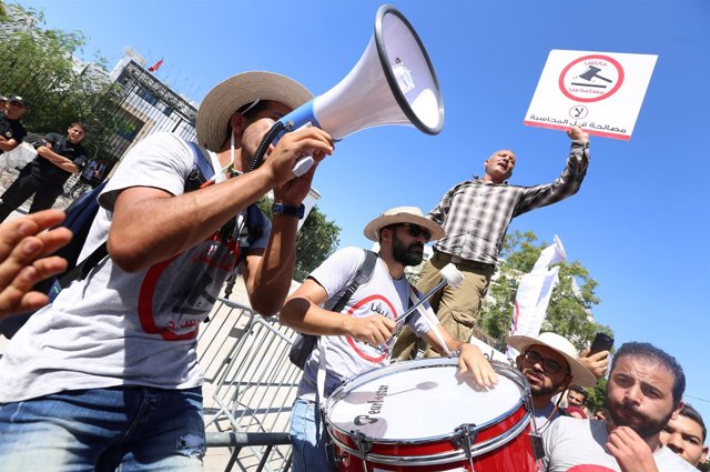 Protestas en Túnez ante el Parlamento