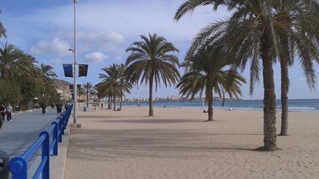 El Postiguet, la playa más emblemática de Alicante